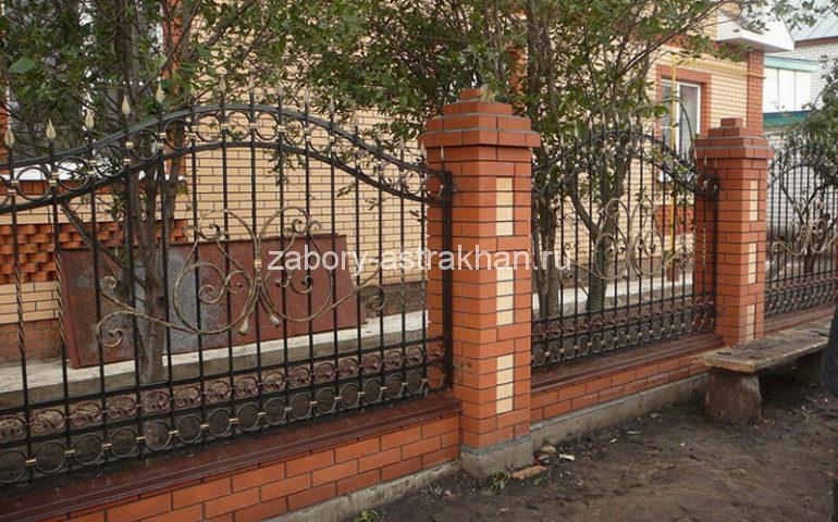 строительство заборов с ковкой в Астрахани