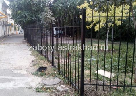 изготовление забора из профильной трубы в Астрахани